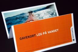 Design af plakat, brochure, klippoekort og katalog - Kajakhotellet. Gavekort - Kajakhotellet